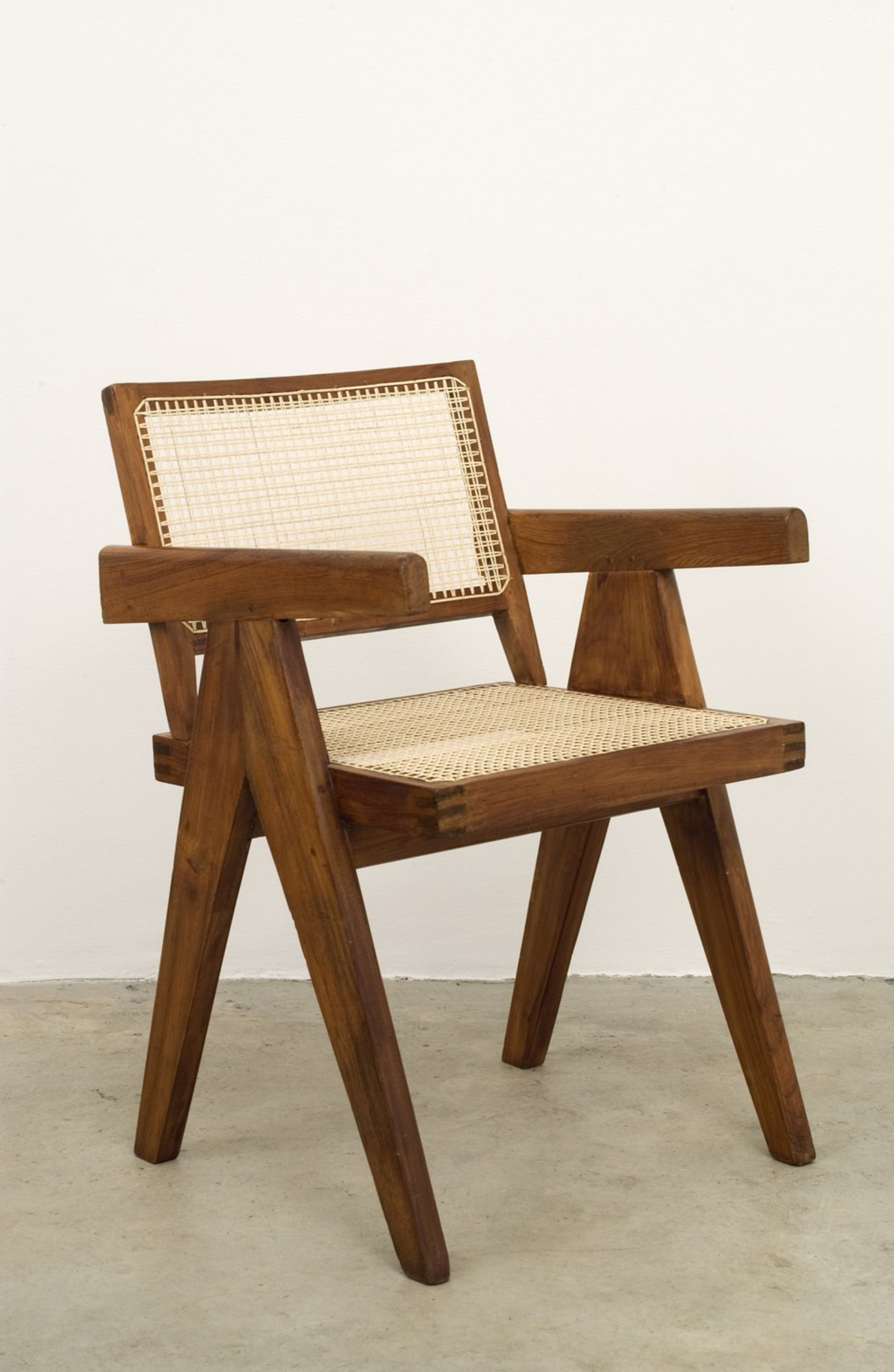 Lot 1 Pierre Jeanneret group, Office Chair – Provenance: Punjab University, Chandigarh, India Estimate: 8,000 - 12,000 €