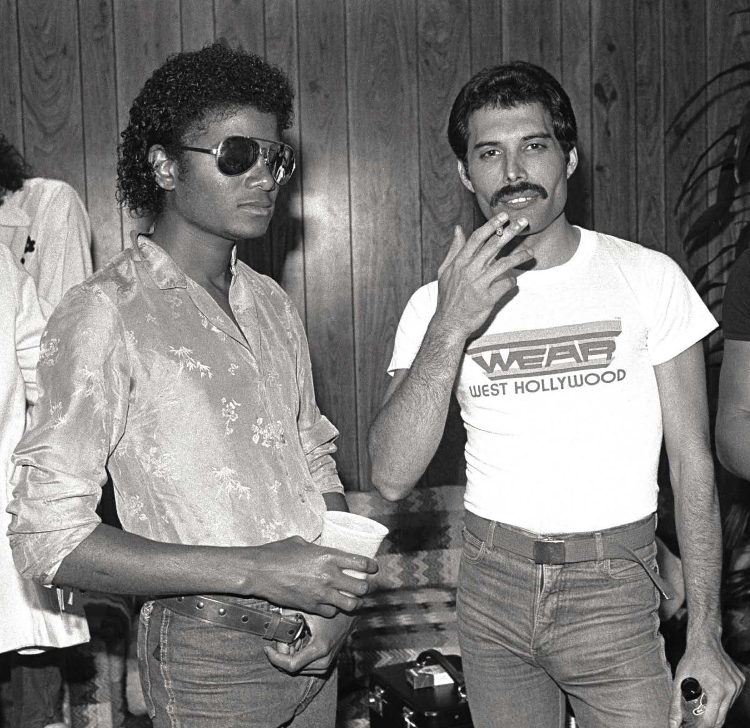 Michael Jackson avec Freddie lors d'une soirée d'été en 1983. Neal Preston/Queen Productions Ltd.
