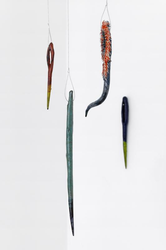 """Vue de l'exposition """"Curing"""" de Paloma Proudfoot, septembre à novembre 2019 chez Sans titre (2016)."""
