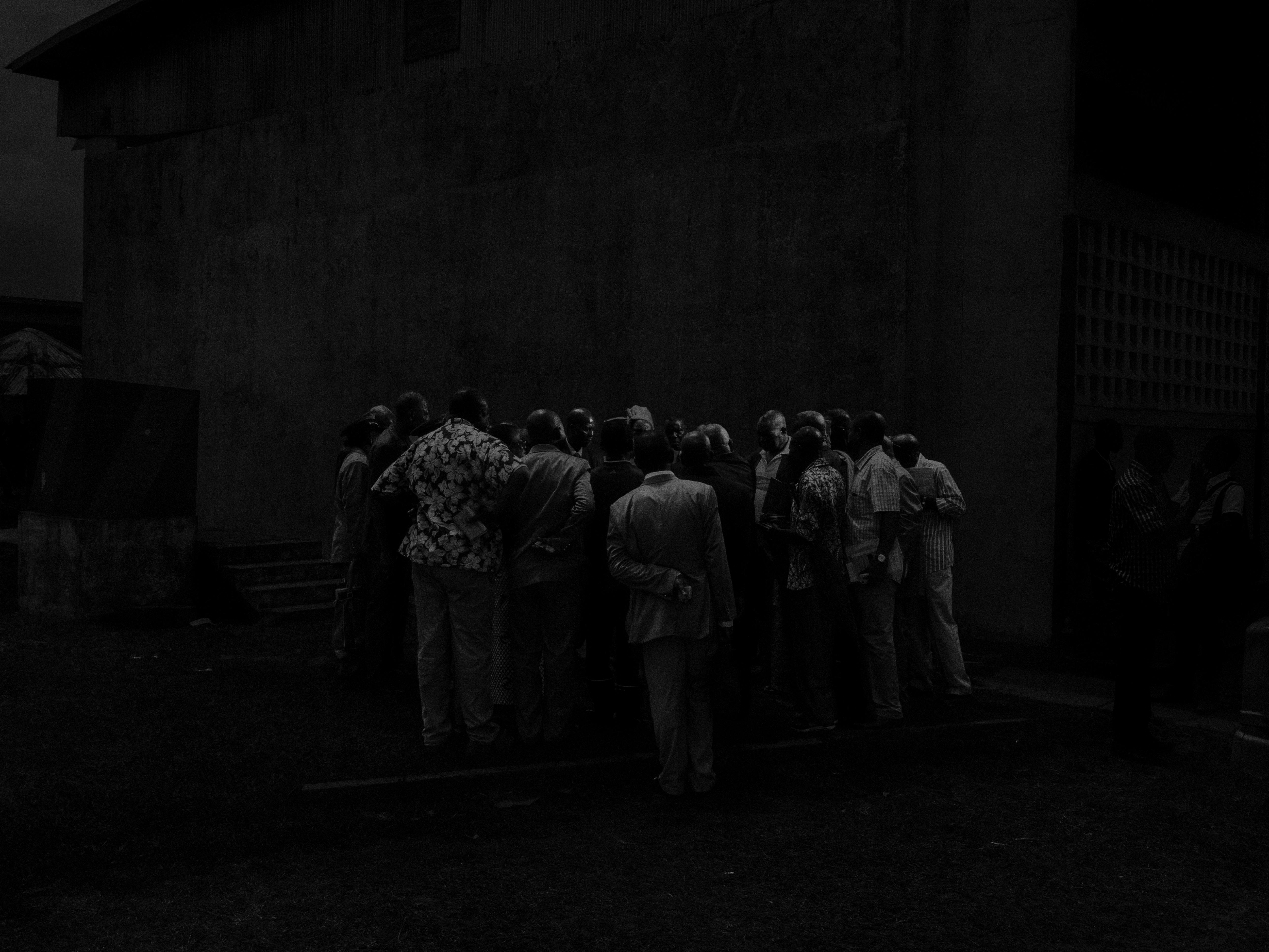Alex Majoli, République du Congo, 2013, Scene #5370 © Alex Majoli / Magnum Photos Rassemblement des élus locaux à Pointe Noire.