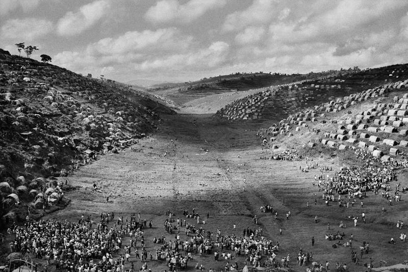 Le camp de Kibeho, destiné aux rapatriés du Zaïre et du Burundi. Rwanda. 1995.