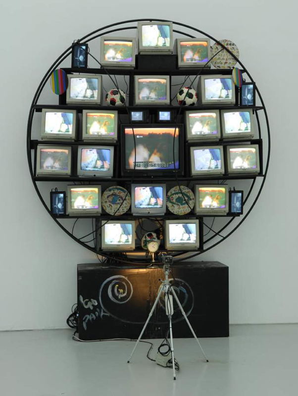"Hakgojae Gallery : Nam June Paik, ""Sfera / Punto Elettronico"" (1990). Art Basel Hong Kong Online Viewing Room"