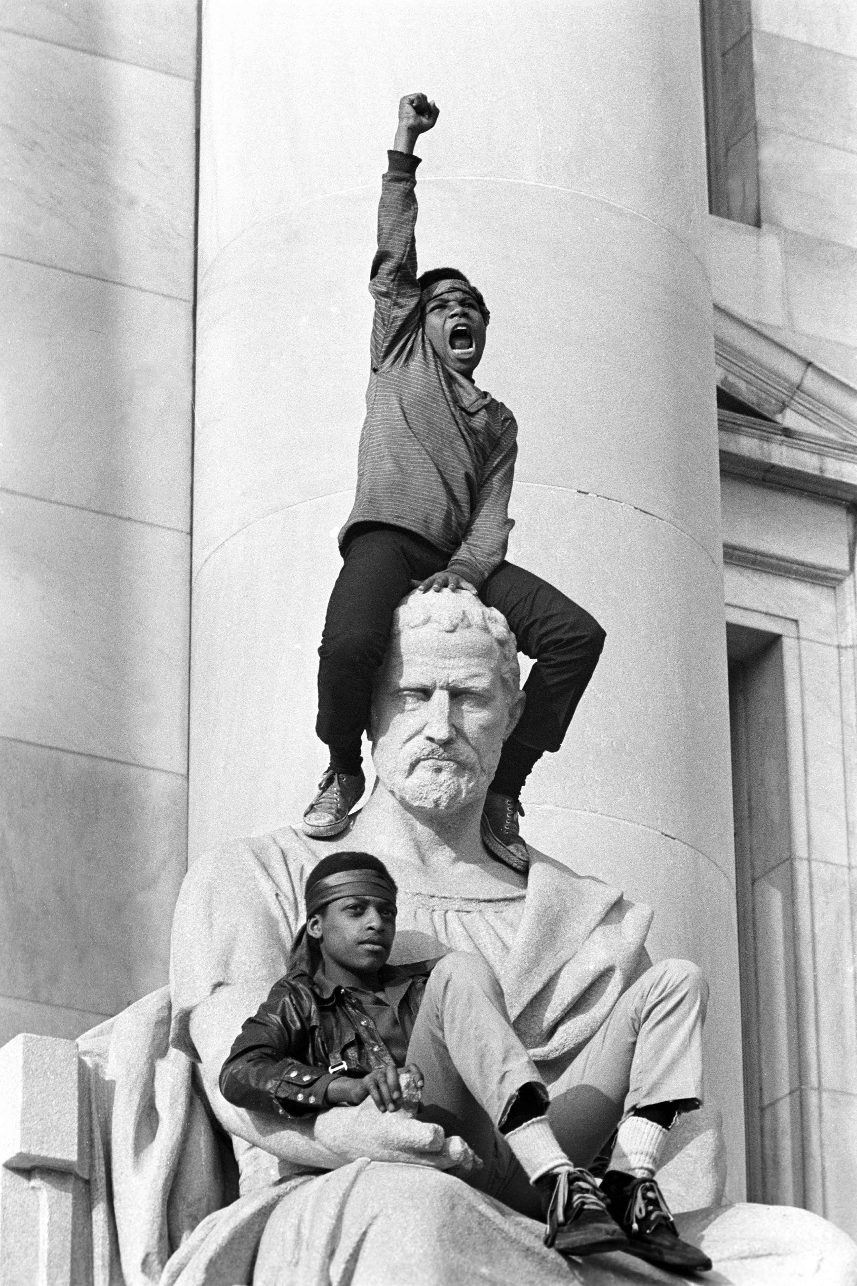 Manifestation pendant le procès de Bobby Seale et Ericka Huggins, New Haven,1er mai 1970  © Stephen Shames / courtesy Steven Kasher Gallery