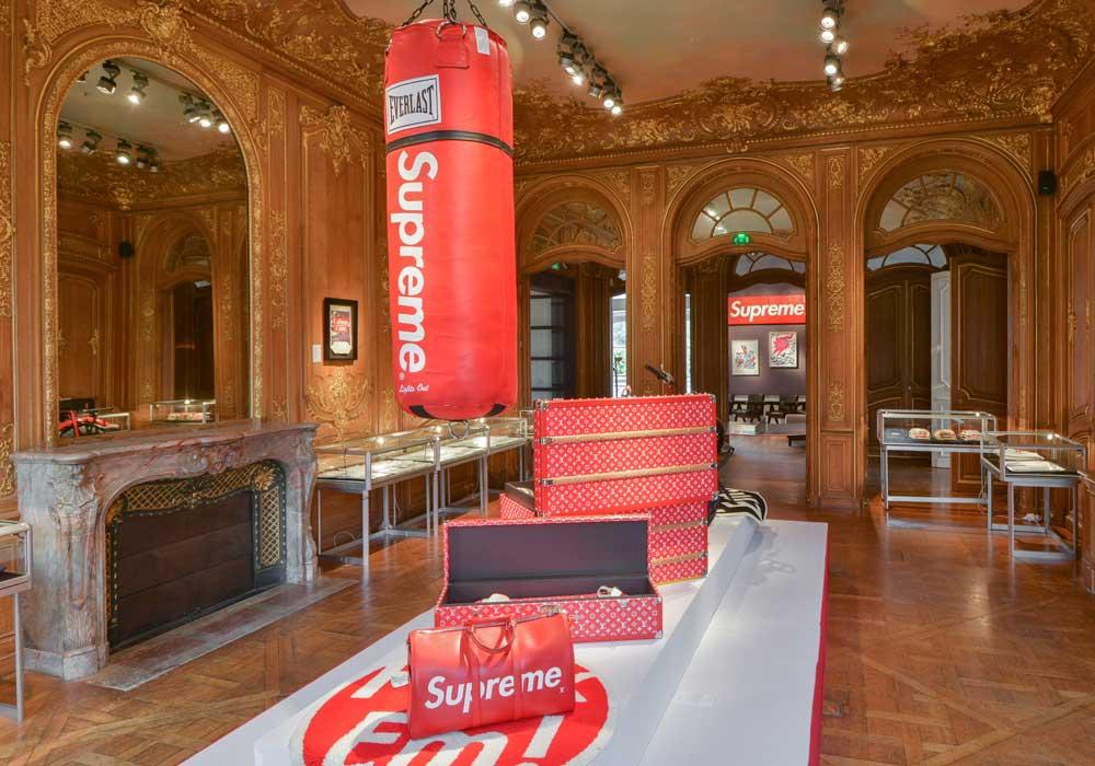 Supreme s'installe au Artcurial (Paris) pour une vente aux enchères unique, panorama sur la culture urbaine new-yorkaise. Courtesy of Artcurial.