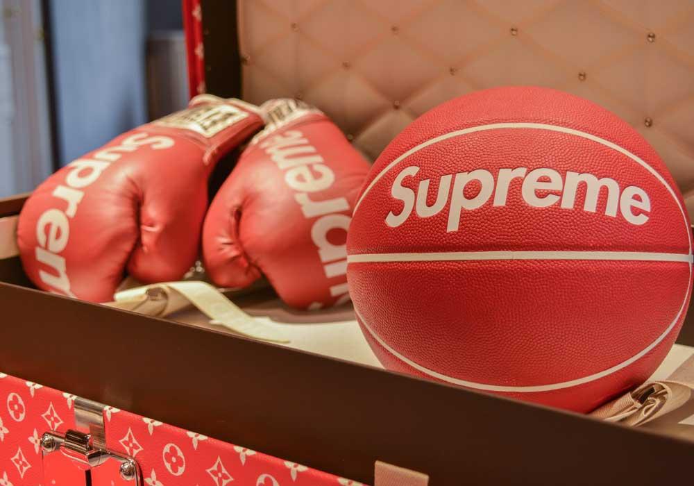 Les accessoires de sport de Supreme, présentés lors de la vente aux enchères de Supreme chez Artcurial. Courtesy of Artcurial.