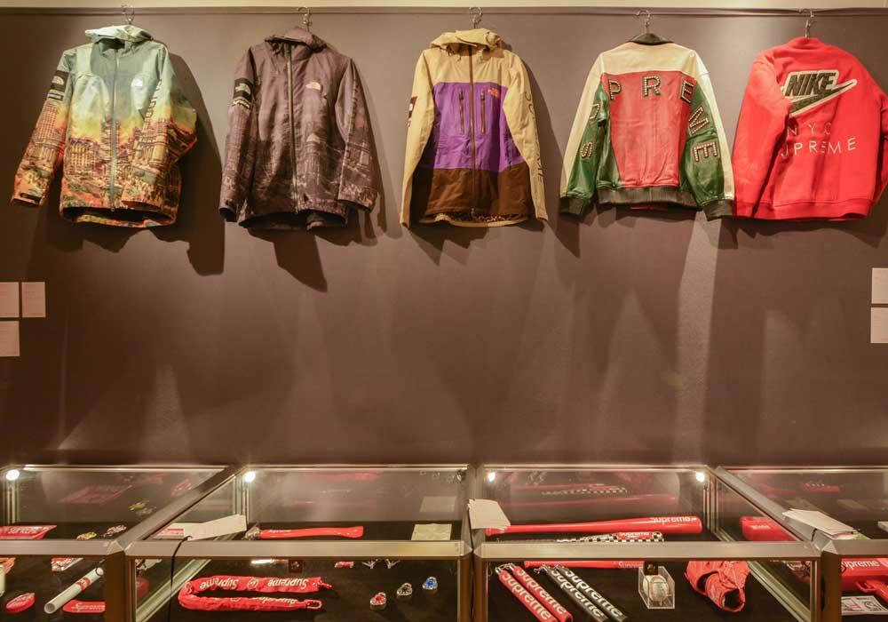 Les pièces de mode de Supreme, présentées lors de la vente aux enchères de Supreme chez Artcurial. Courtesy of Artcurial.