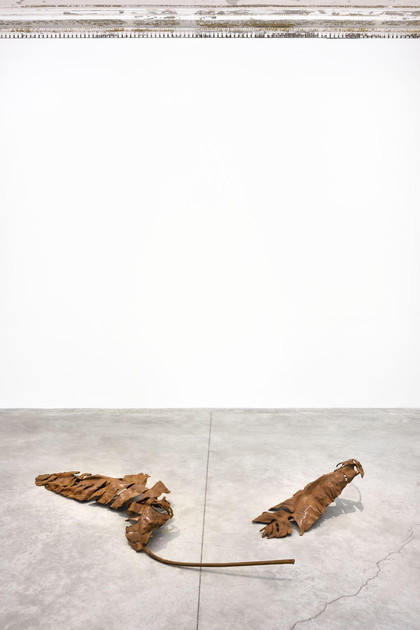 "Thu-Van Tran, ""Novel Without a Title"" (2019). Vue de l'exposition de Thu-Van Tran, ""Trail Dust"" à la galerie Almine Rech. © Thu Van Tran. Photo :  Rebecca Fanuele. Courtesy of the Artist and Almine Rech"