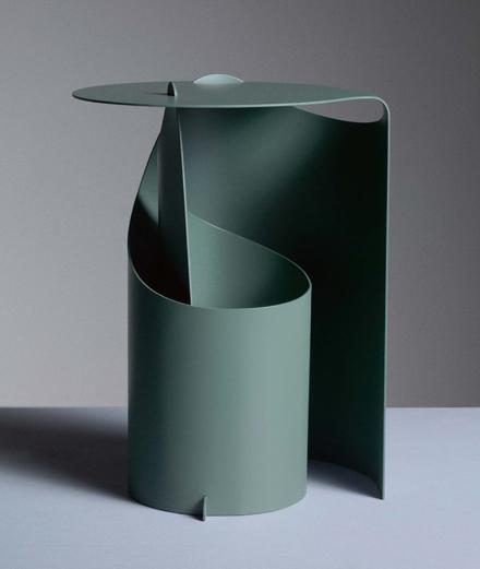 Guéridon Coffee Table (2017) d'Aldo Bakker. Métal et peinture au spray, 26,7 x 32, x 42,1 cm, édité par Karakter.