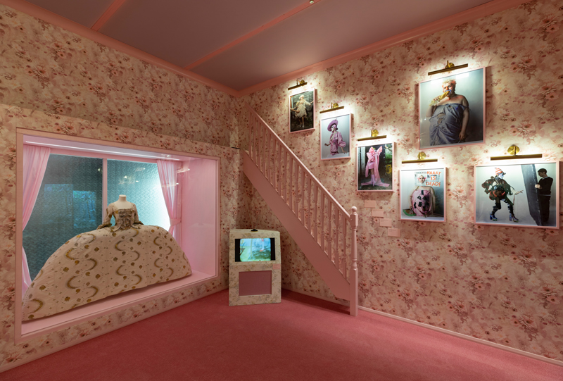 """V&A, """"Tim Walker : Wonderful Things"""" Exhibition. Installation view : 'Box of Delights' Section 4 © Victoria and Albert Museum, London"""