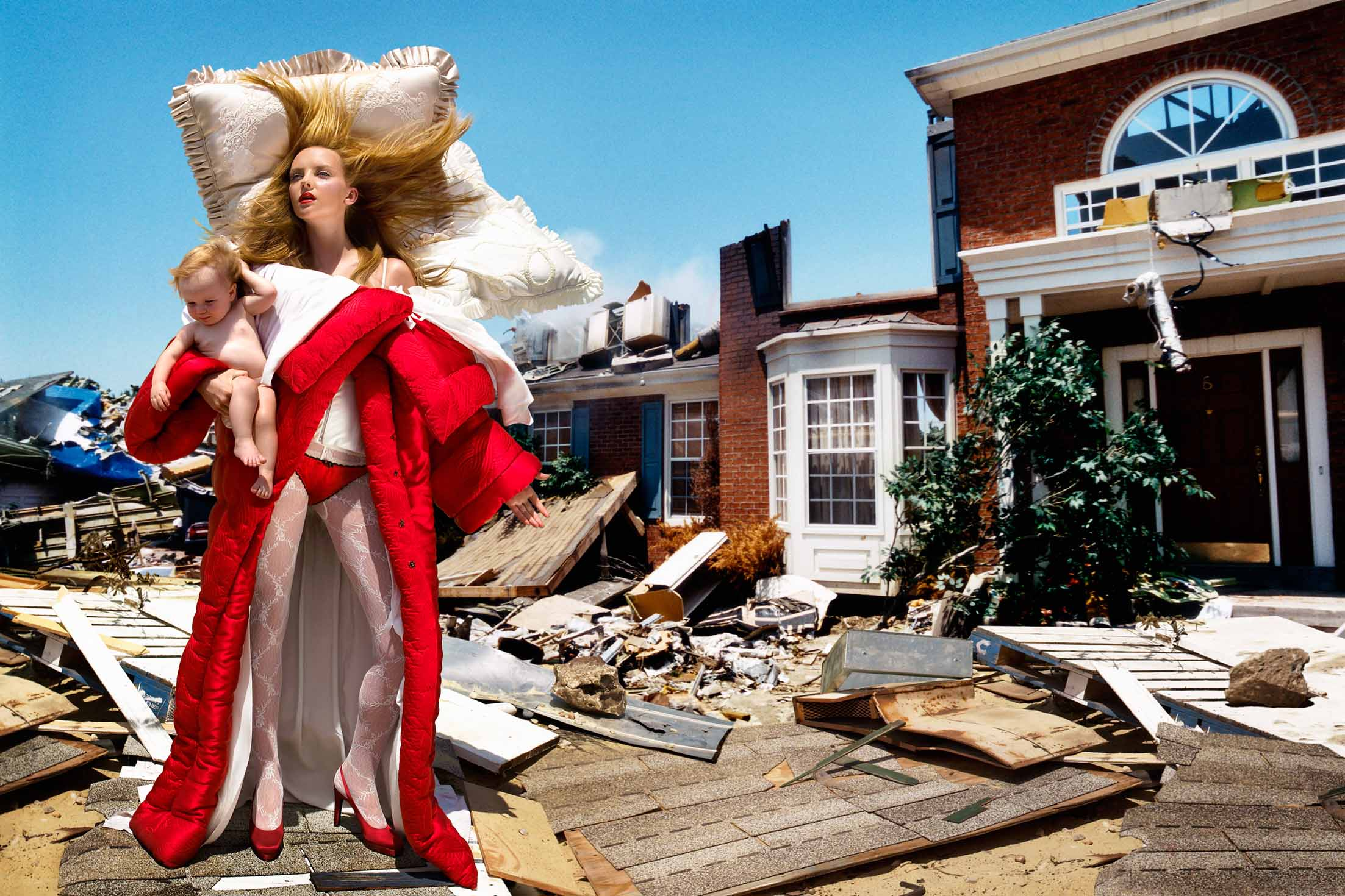 Collection prêt-à-porter automne-hiver 2005 - The House at End of the World, 2005 - Photo © David LaChapelle Studio