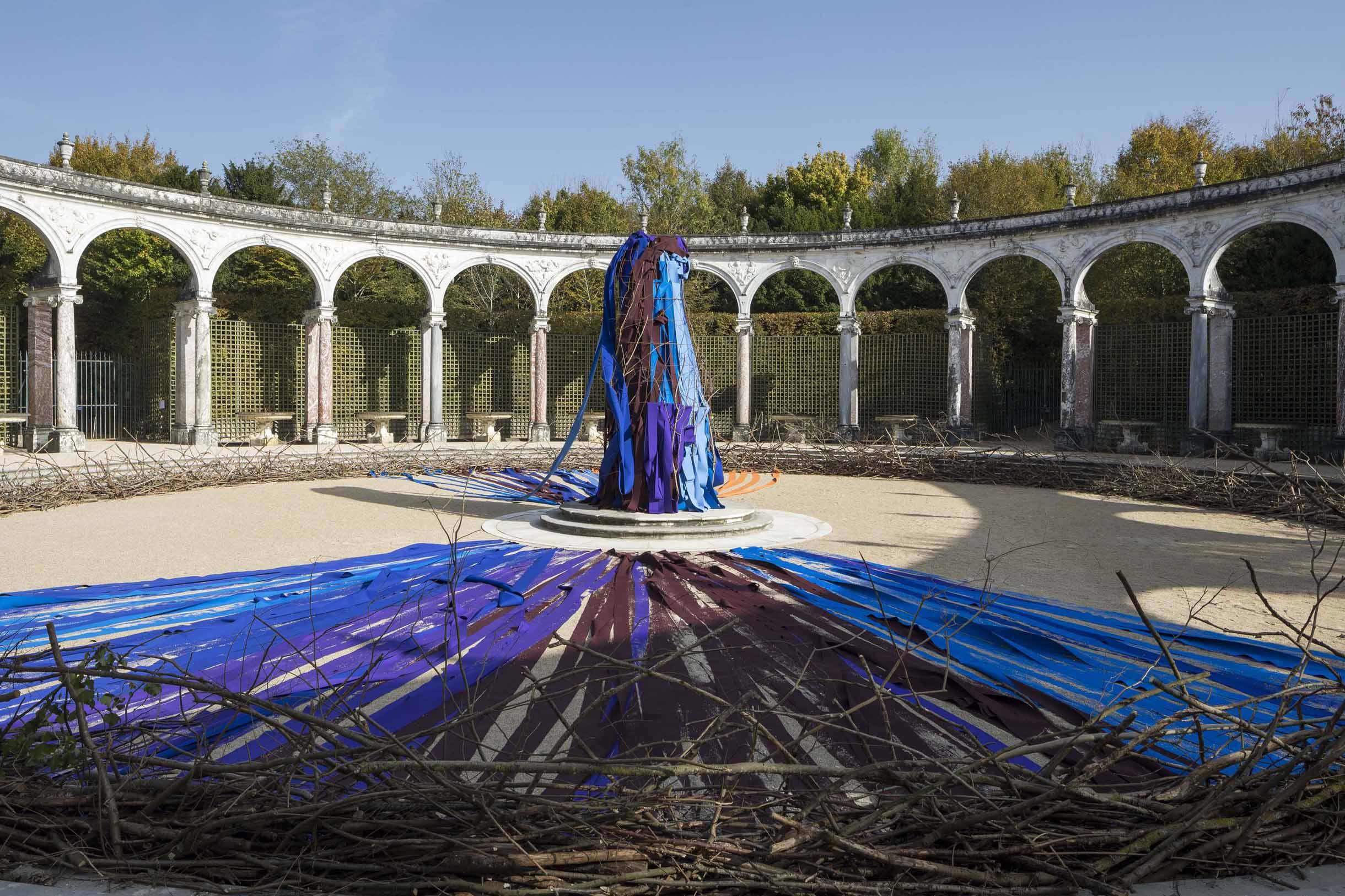 Resine Epoxy Sol Deco contemporary art at the château de versailles