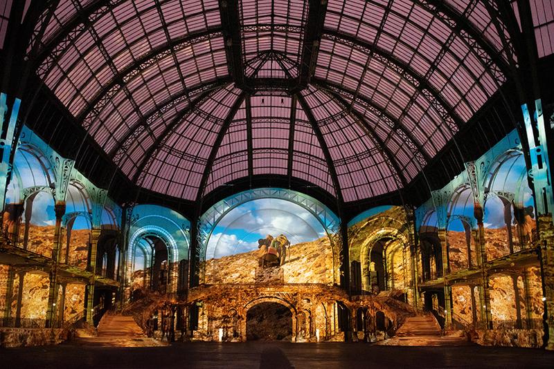 """vue de """"(E)motion"""" - Wim Wenders (2), Nef du Grand Palais, scénographie : Athem, © Rmn - Grand Palais / Nicolas Krief, Paris 2019"""