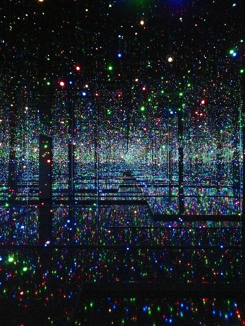 "Yayoi Kusama, "" Infinity Mirrored Room - Filled with the Brilliance of Life"" (2011/2017), Tate. Presented by the artist, Ota Fine Arts and Victoria Miro 2015 © Yayoi Kusama"