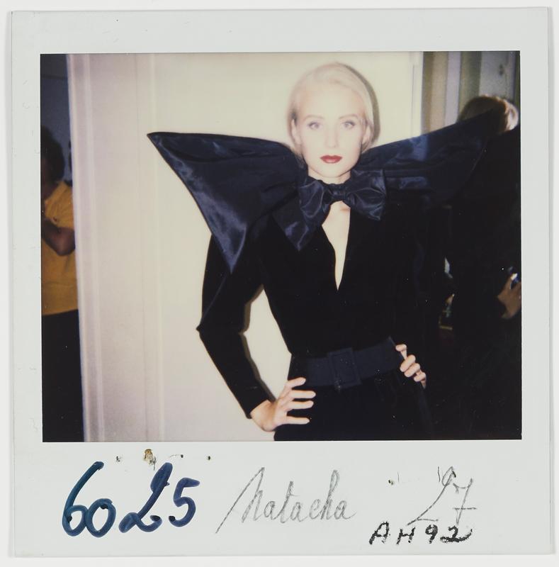 Yves Saint Laurent (1936-2008). Robe portée par Natacha. Collection haute couture automne-hiver 1992. Polaroïd du personnel de la maison. © Yves Saint Laurent © Droits réservés