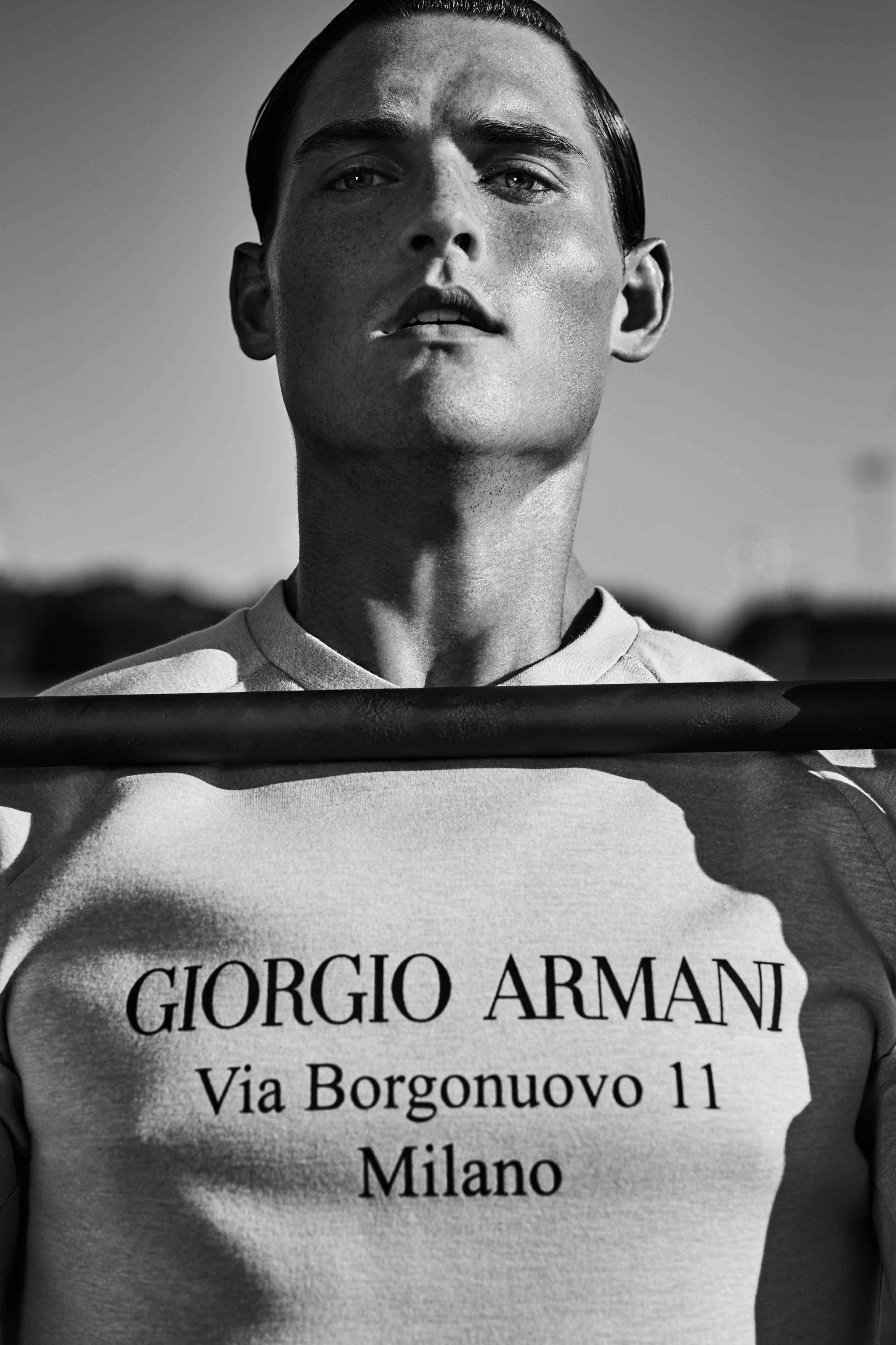 Sweat-shirt en jersey de coton, Giorgio Armani.