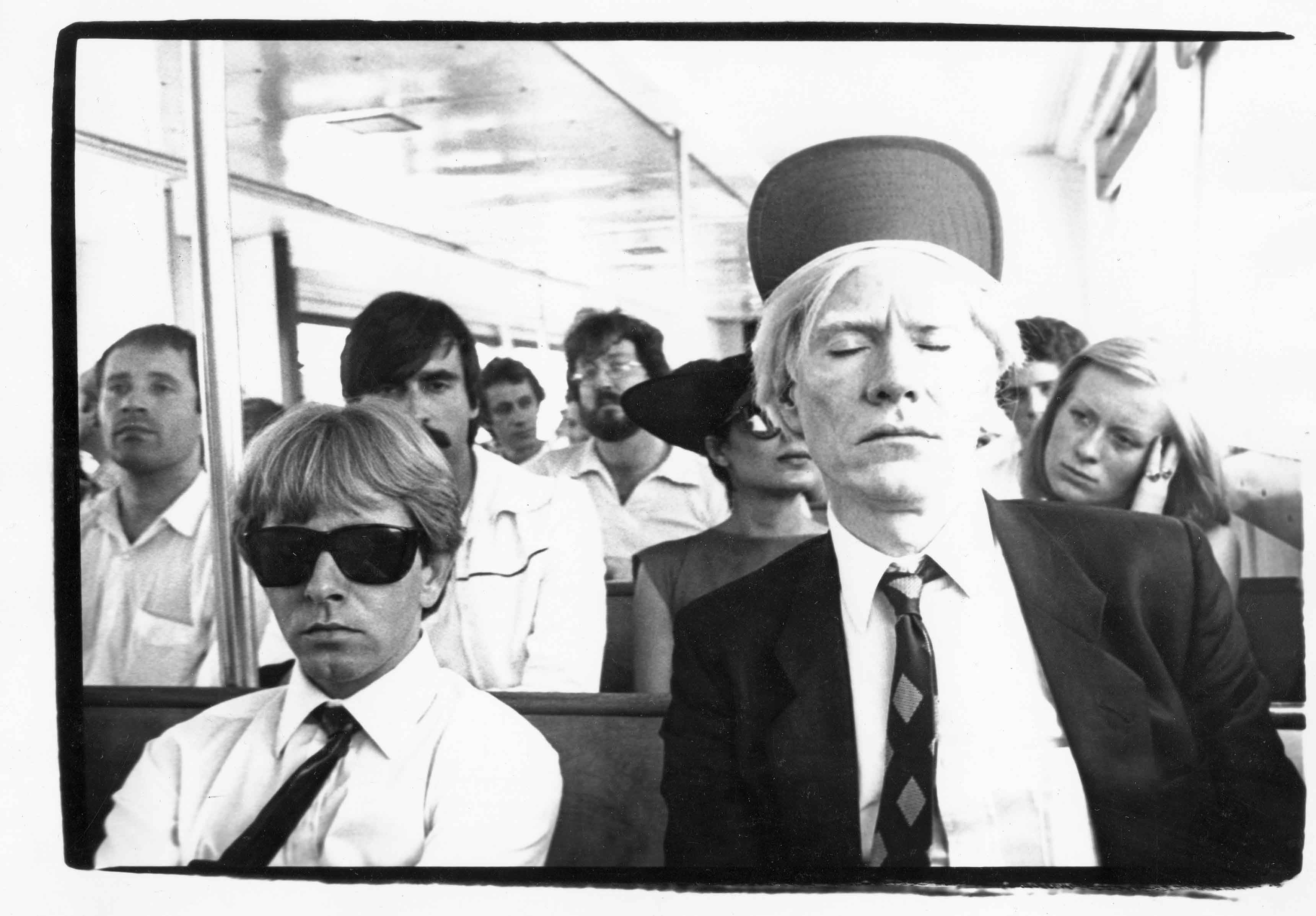 Andy et Rupert Smith, son imprimeur de sérigraphies, sur un ferry à destination de Fire Island (été 1979). © Bob Colacello