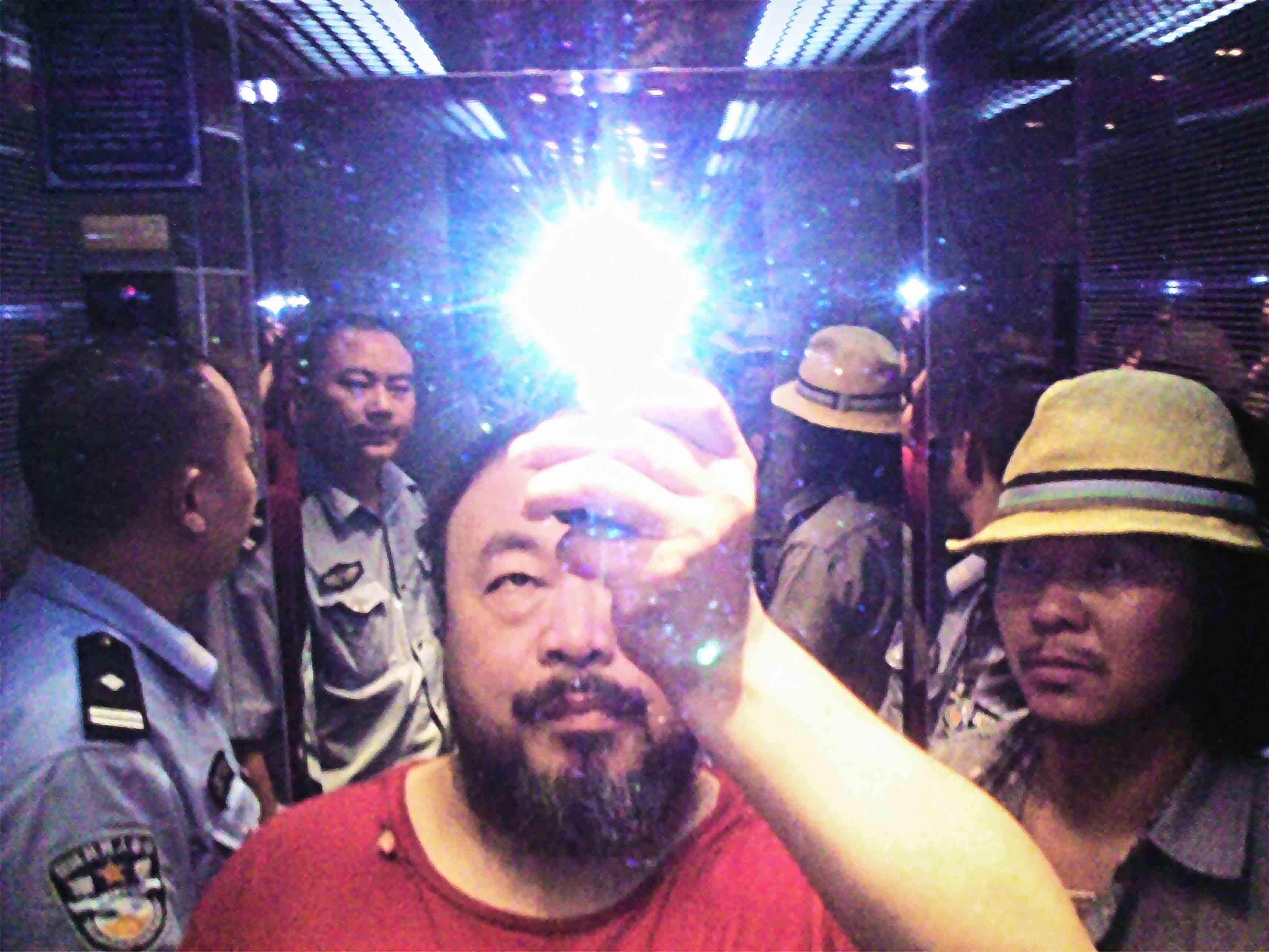 "Ai Weiwei, ""Illumination"" (2009). Tirage Lambda contrecollé sur aluminium, 126 x 168 cm. © Image courtesy Ai Weiwei Studio"