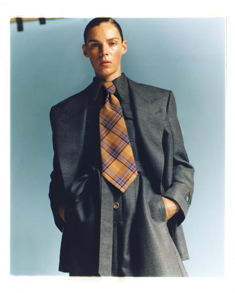 Veste et combinaison en laine et soie, et cravate, GUCCI.