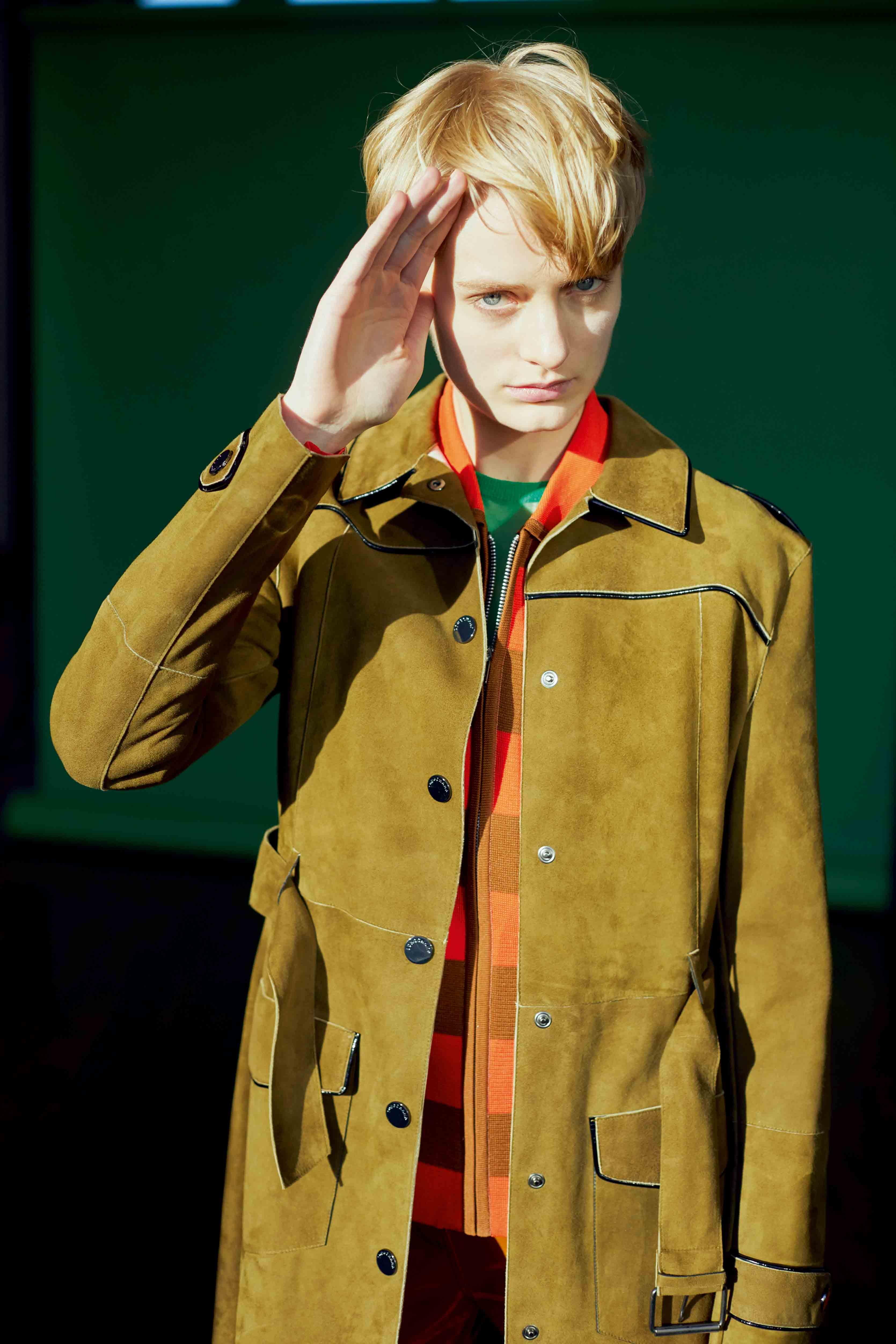 Suede calfskin coat, LONGCHAMP. Zip sweater, JOSEPH.
