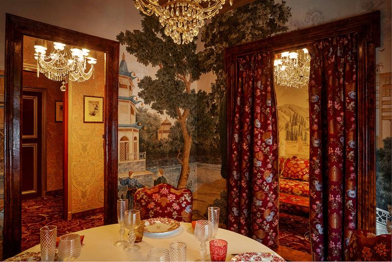 Le salon chinois du restaurant Lapérouse. (Photo par Matthieu Salvaing)