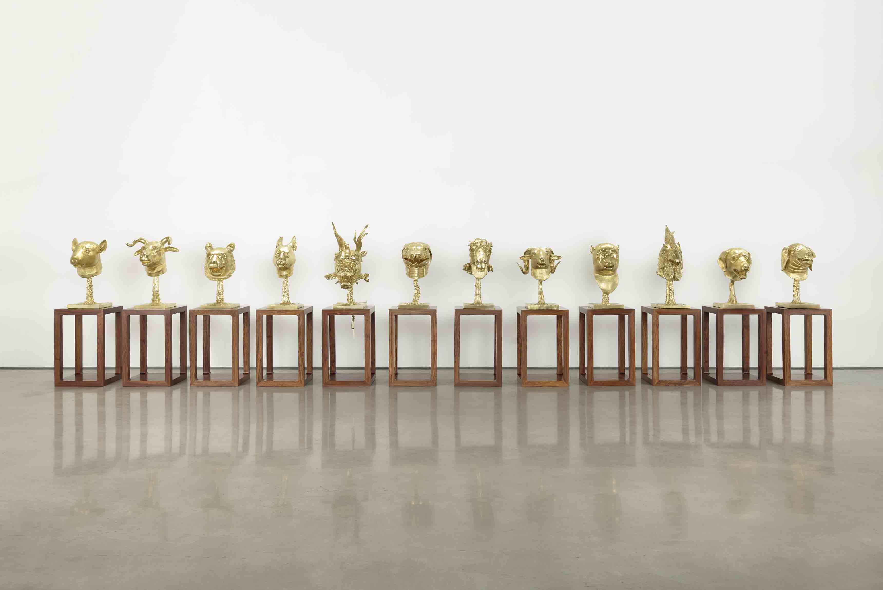 "Ai Weiwei, ""Circle of Animals"" [Cercle d'animaux] (2012. Bronze doré, 12 pièces, dimensions variables. © Image courtesy Ai Weiwei Studio"