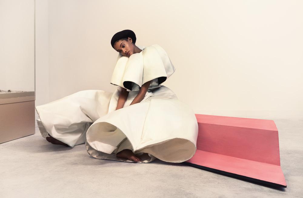 Haut et pantalon architecturés en satin duchesse de soie, AUGUST GETTY ATELIER.