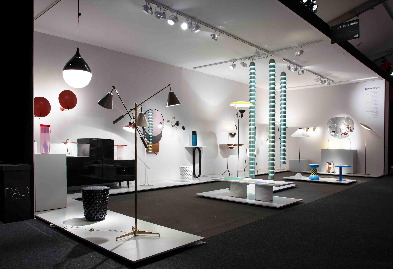 """Chaînes """"Metal Green Triple"""" (2016) de Ronan et Erwan Bouroullec, aluminium anodisé et LED (110 V ou 220 V), prise électrique au plafond ou au sol, poids de la chaîne : 4 à 6 kg, la triple édition des chaînes est conçue pour une hauteur de plafond entre 270 et 300 cm, diamètre : 18 cm, édition limitée de 8 + 2 AP + 2 prototypes, pièces signées et numérotées, édité par la Galerie kreo,  crédits image : © DR Courtesy of Galerie kreo"""
