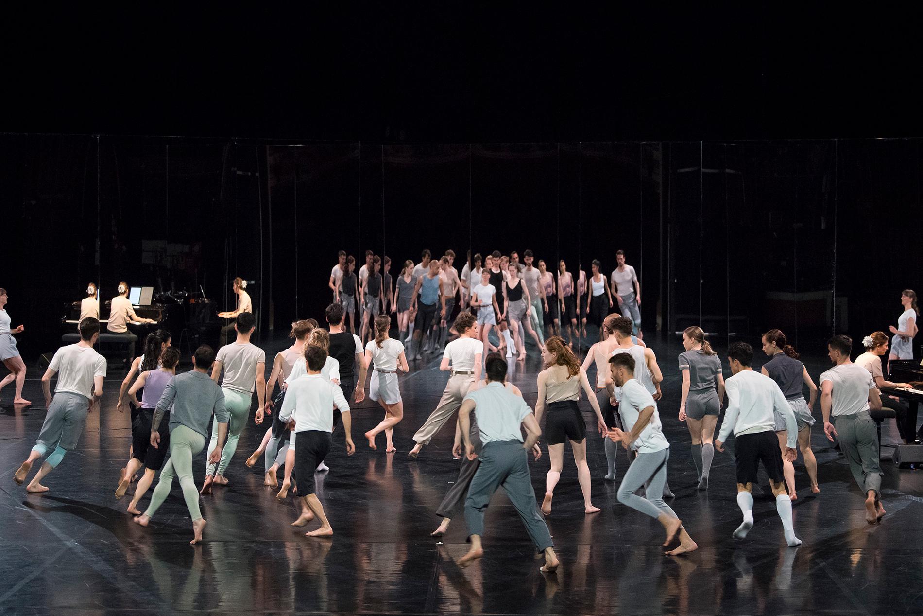 """Petter Jacobsson et Thomas Caley / Ballet de Lorraine, """"For Four Walls"""", Festival d'Automne à Paris © Laurent Philippe"""