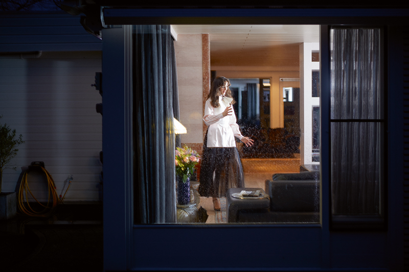 Shirt, FENDI. Skirt and vest, DIOR. Node, GUCCI. High heels, SAINT LAURENT PAR ANTHONY VACCARELLO.