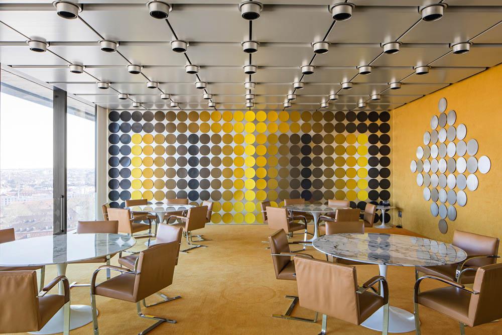Salle à manger du siège de la Deutsche Bundesbank, Francfort-sur-le Mai 3,2 x 11,60 x 7, 80 m (installation avec 3 côtés) Photo Wolfgang Günzel ©Kunstsammlung Deutsche Bundesbank © Adagp, Paris, 2018