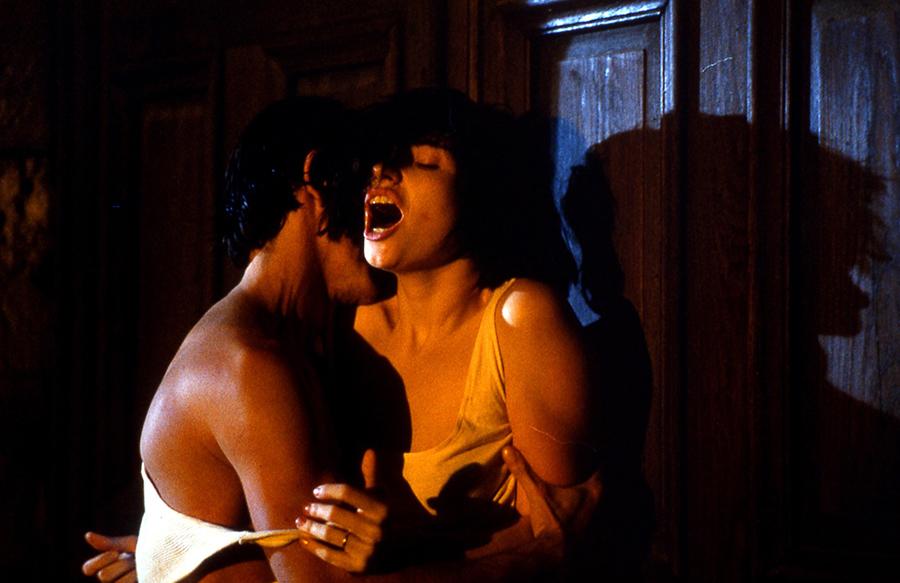 """Béatrice Dalle et Jean-Hugues Anglade dans """"37°2 le matin"""" de Jean-Jacques Beneix (1986)."""