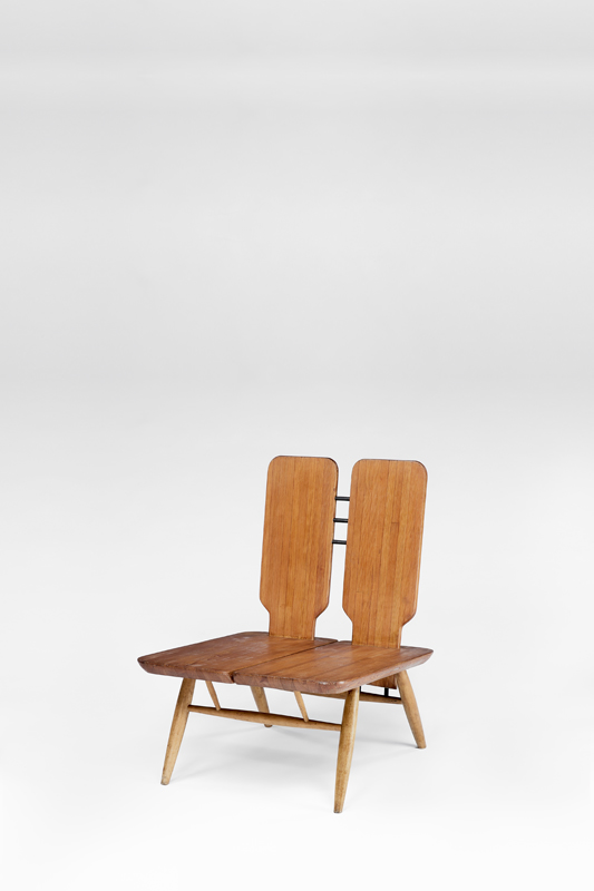 """Easy Chair Model 2021"", design d'Ilmari Tapiovaara pour Laukaan Puu Ltd. Helsinki (1966)."