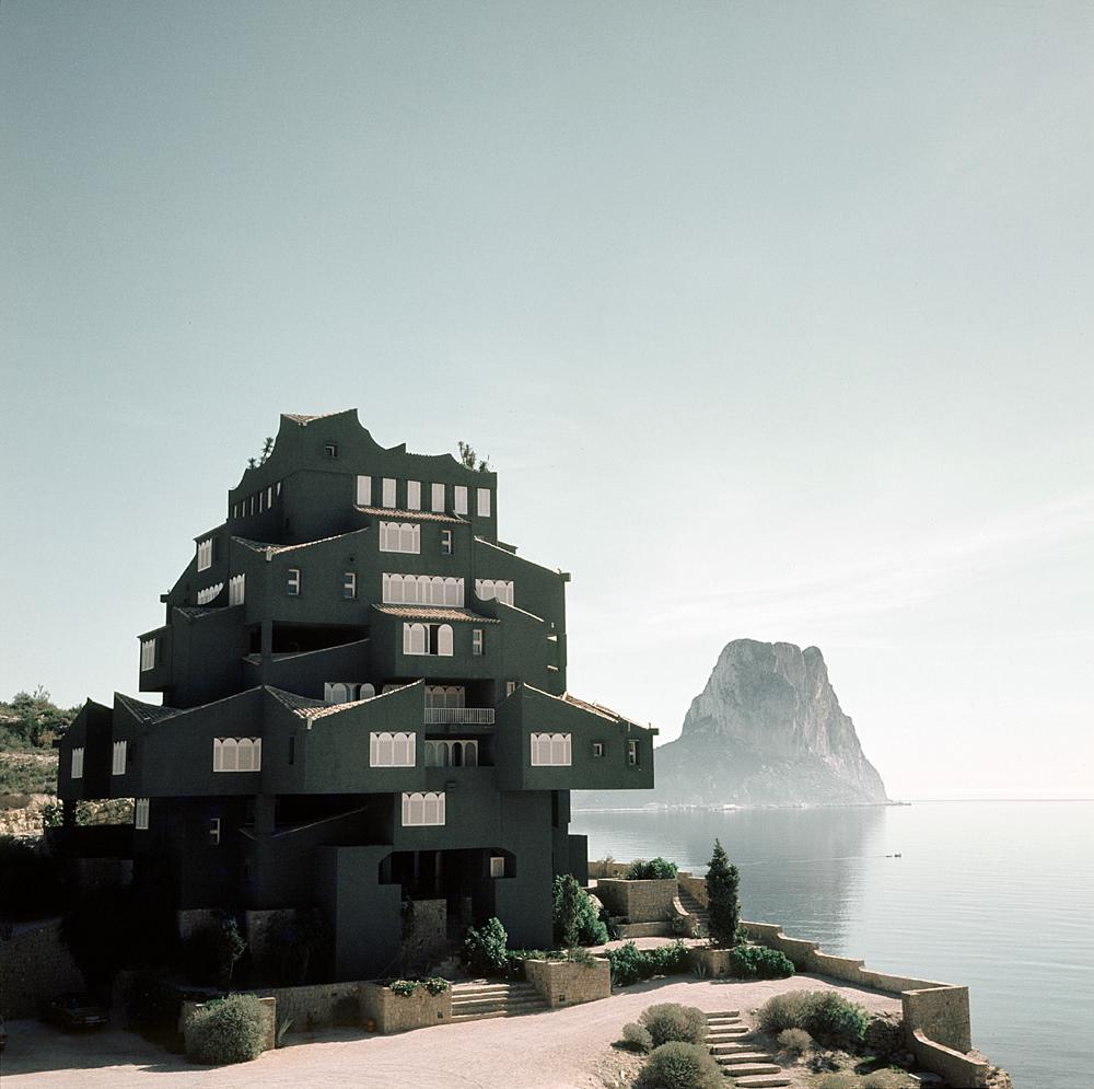 Xanadú, un ensemble immobilier construit dans la région d'Alicante par Ricardo Bofill et son studio Taller de Arquitectura, 1971. Courtesy of Ricardo Bofill Taller de Arquitectura. Ricardo Bofill, gestalten 2019.