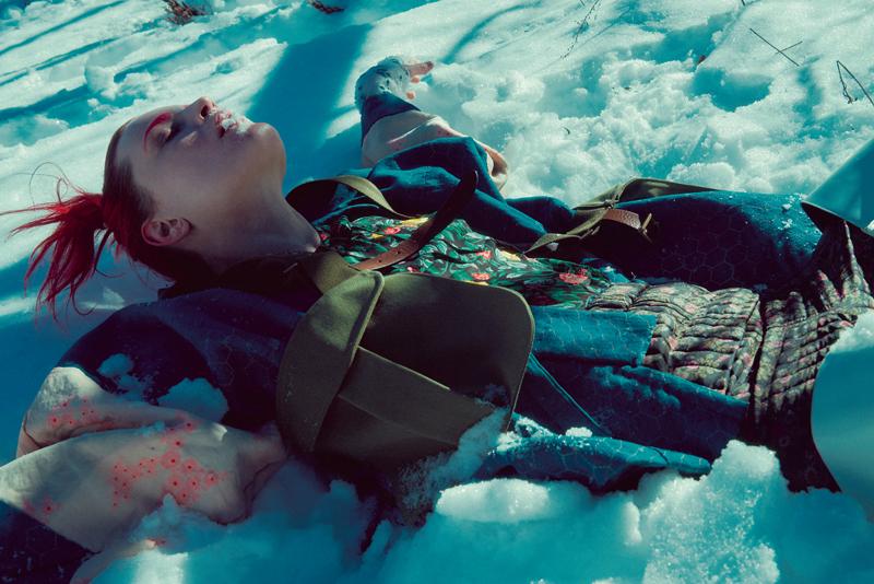 Robe en satin à imprimé fleuri, COACH 1941. Gilet sanglé en coton, ERIKA CAVALLINI. Kimono et pantalon matelassé en coton vintage.