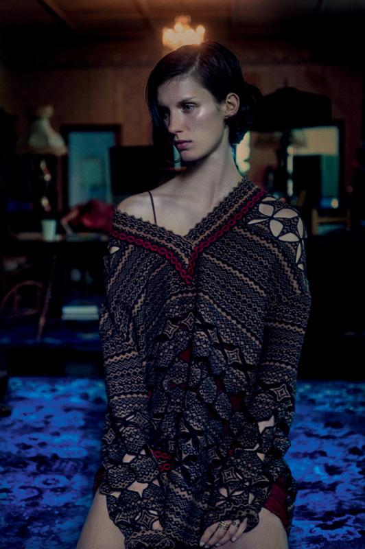 Longue tunique ajourée en laine à motifs géométriques, FENDI.