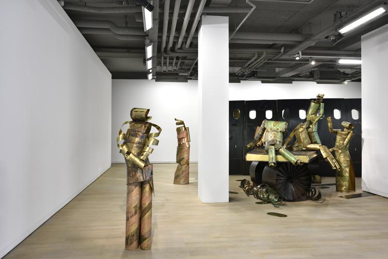 """Vue de l'installation """"The Plane Sidewall"""" (2017). Courtesy de l'artiste, Carlier l Gebauer, Berlin et Union Pacific, Londres."""