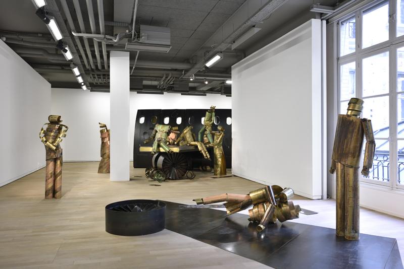 """Vue des installations """"The Plane Wing"""" et """"The Plane Sidewall"""". Courtesy de l'artiste, Carlier l Gebauer, Berlin et Union Pacific, Londres."""
