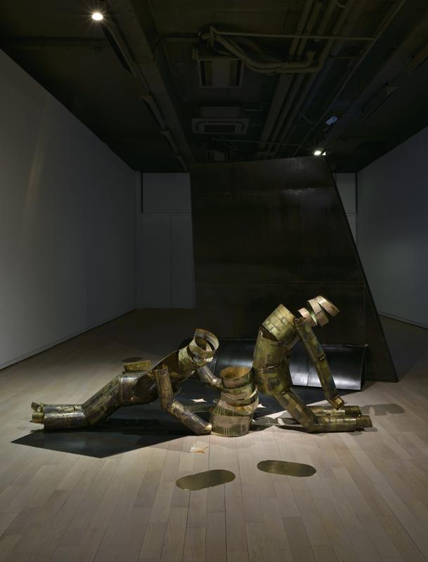 """Vue de l'installation """"The Wing Tip"""". Courtesy de l'artiste, Carlier l Gebauer, Berlin et Union Pacific, Londres."""