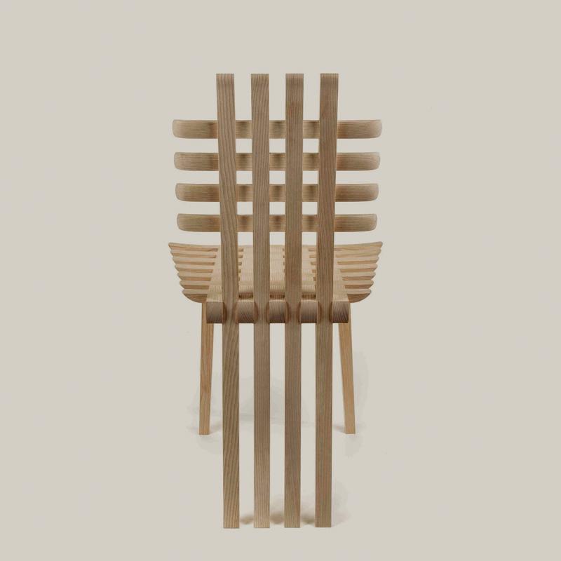 A Touch of Mack (2015) de Hannes Stephensen. Chaise en frêne. Galerie Maria Westergren, www.mariawettergren.com