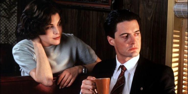 """Les personnages d'Audrey Horne et d'Agent Cooper dans la première saison de """"Twin Peaks""""."""