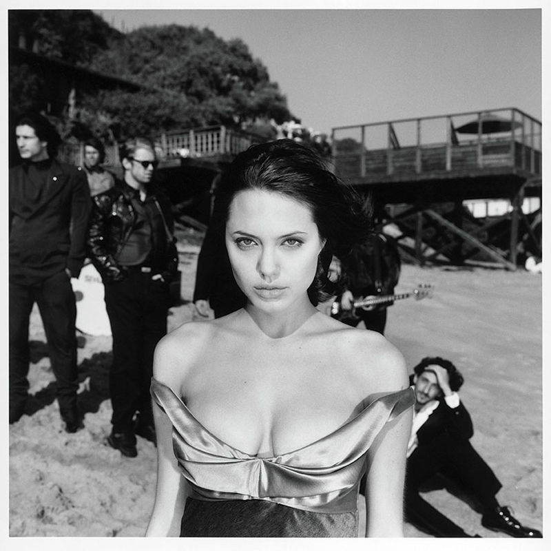Angelina Jolie et Adrian Brody en 1993 par Michel Haddi.