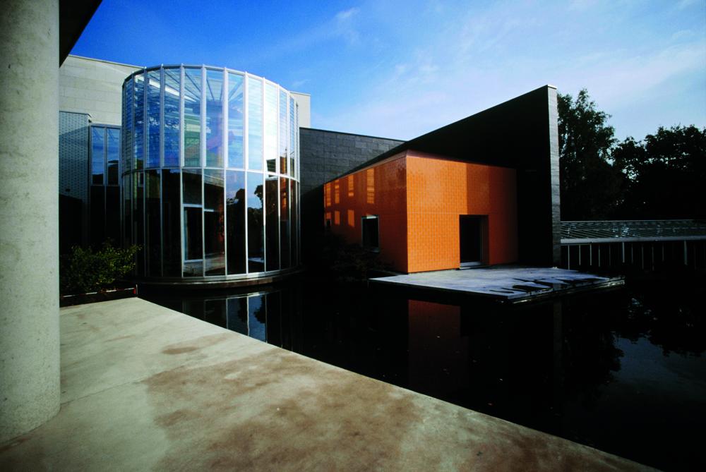 Maison du galeriste Ernest Mourmans, construite à Lanaken (Belgique) par Ettore Sottsass. Photo par Jean-Pierre Gabriel