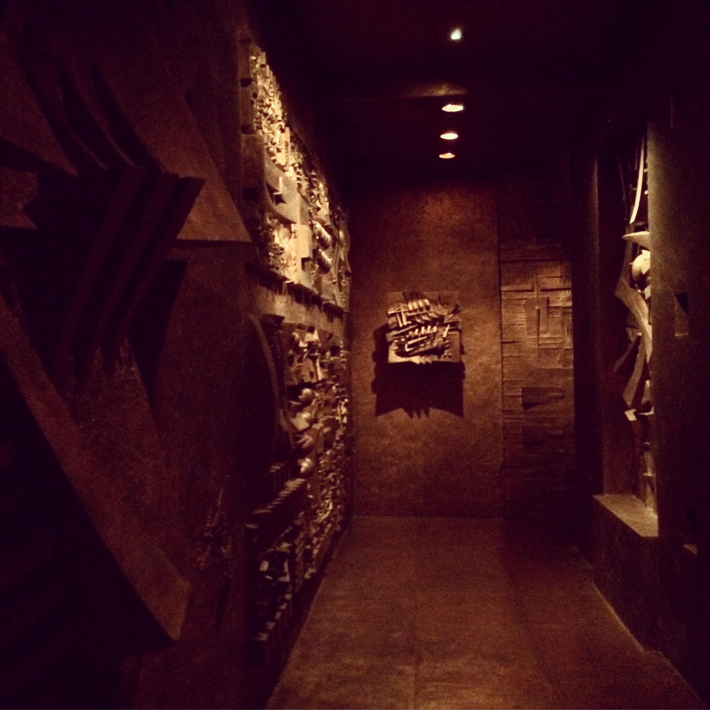 Le labyrinthe d'Arnaldo Pomodoro dans les sous-sols du showroom de la maison Fendi.