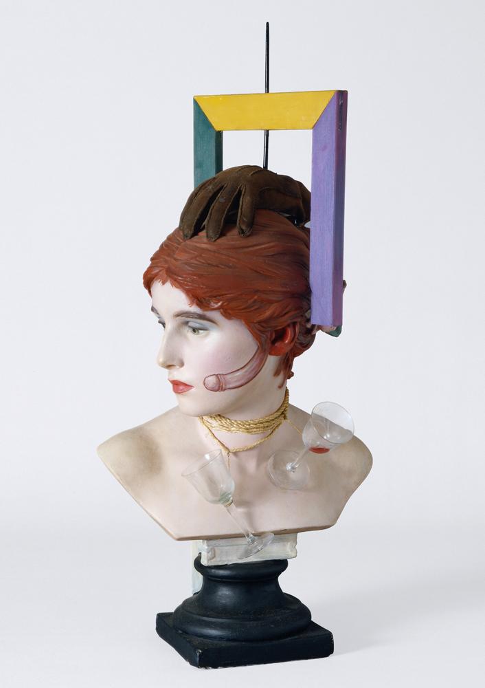 """Wilhelm Freddie, """"Sex-paralysappeal"""", Plâtre et bois peints, verre, corde, gant, 1936. © Photo Moderna Museet Stockholm"""