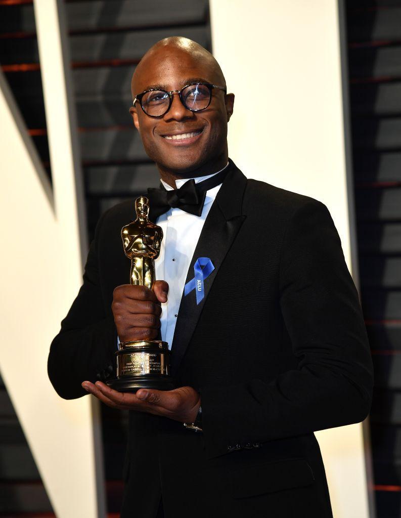 """Le réalisateur Barry Jenkins recevant l'Oscar du meilleur film pour """"Moonlight"""" en 2017."""