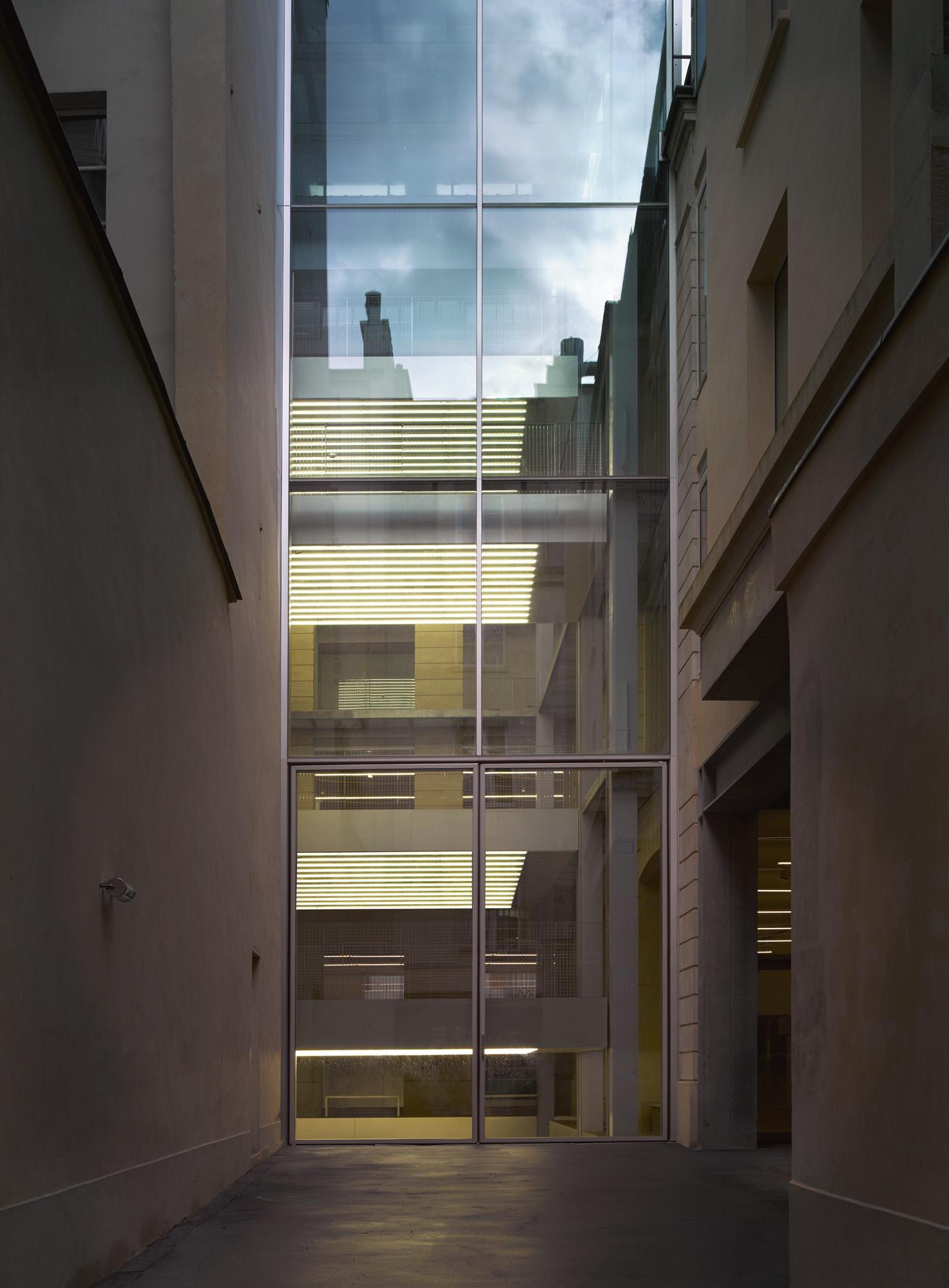 Lafayette Anticipations – Fondation d'entreprise Galeries Lafayette, Paris IVe. Bâtiment conçu par l'agence OMA de Rem Koolhaas.