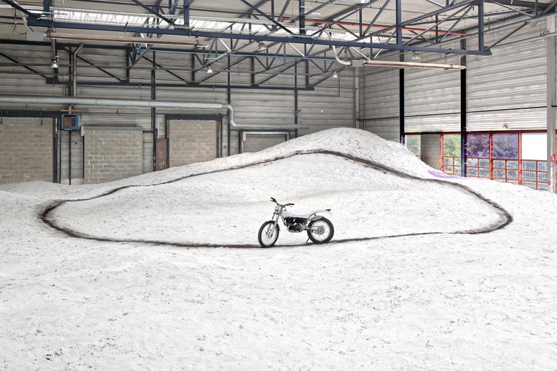 """Stéphane Thidet, """"Le silence d'une dune"""" (2019). Galerie Laurence Bernard, Genève. Photo Adagp, Paris, 2019/Blaise Adilon. Courtesy of the artist and Galerie Aline Vidal, Paris."""