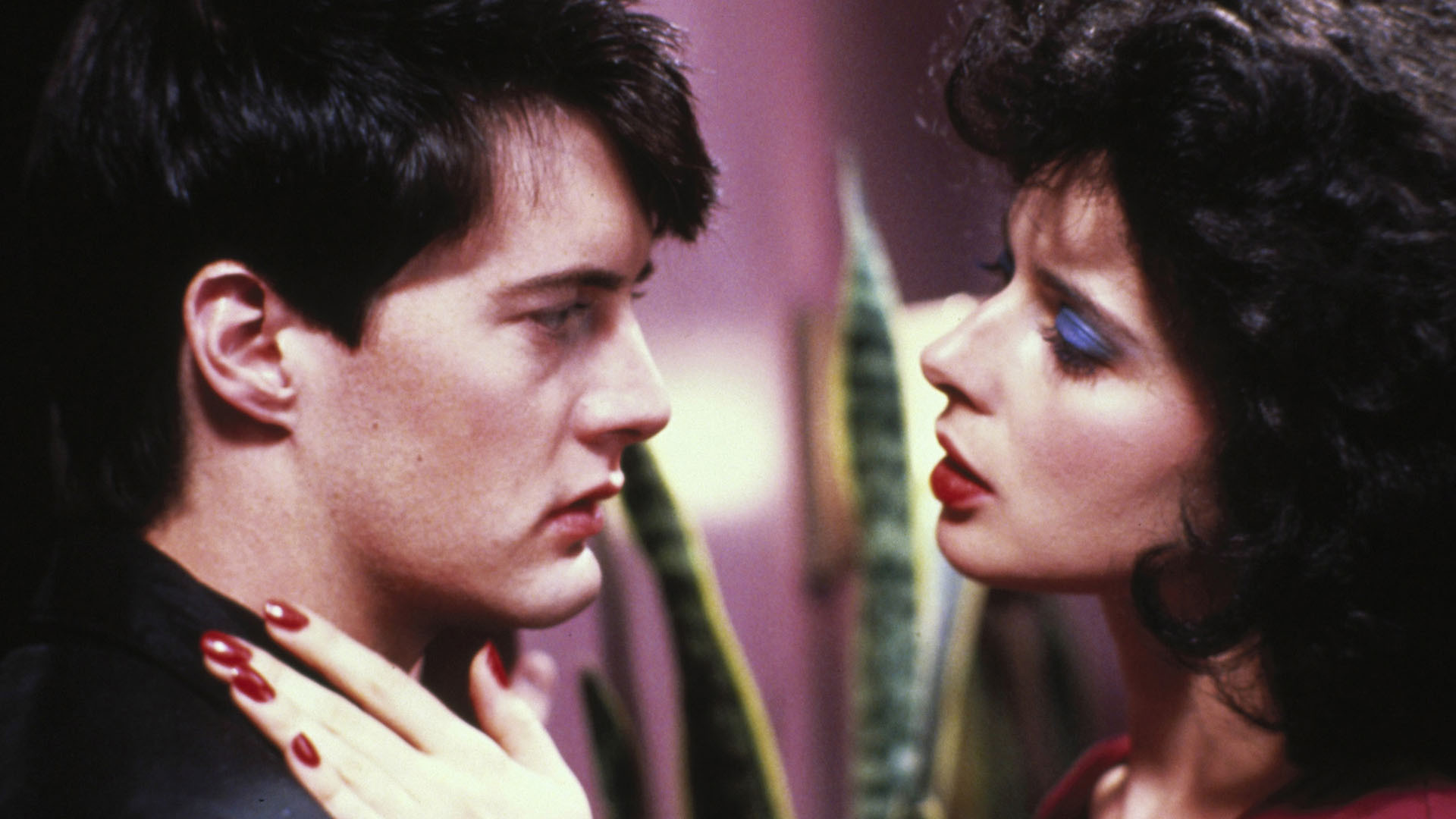 """Kyle MacLachlan and Isabella Rossellini in """"Blue Velvet""""."""