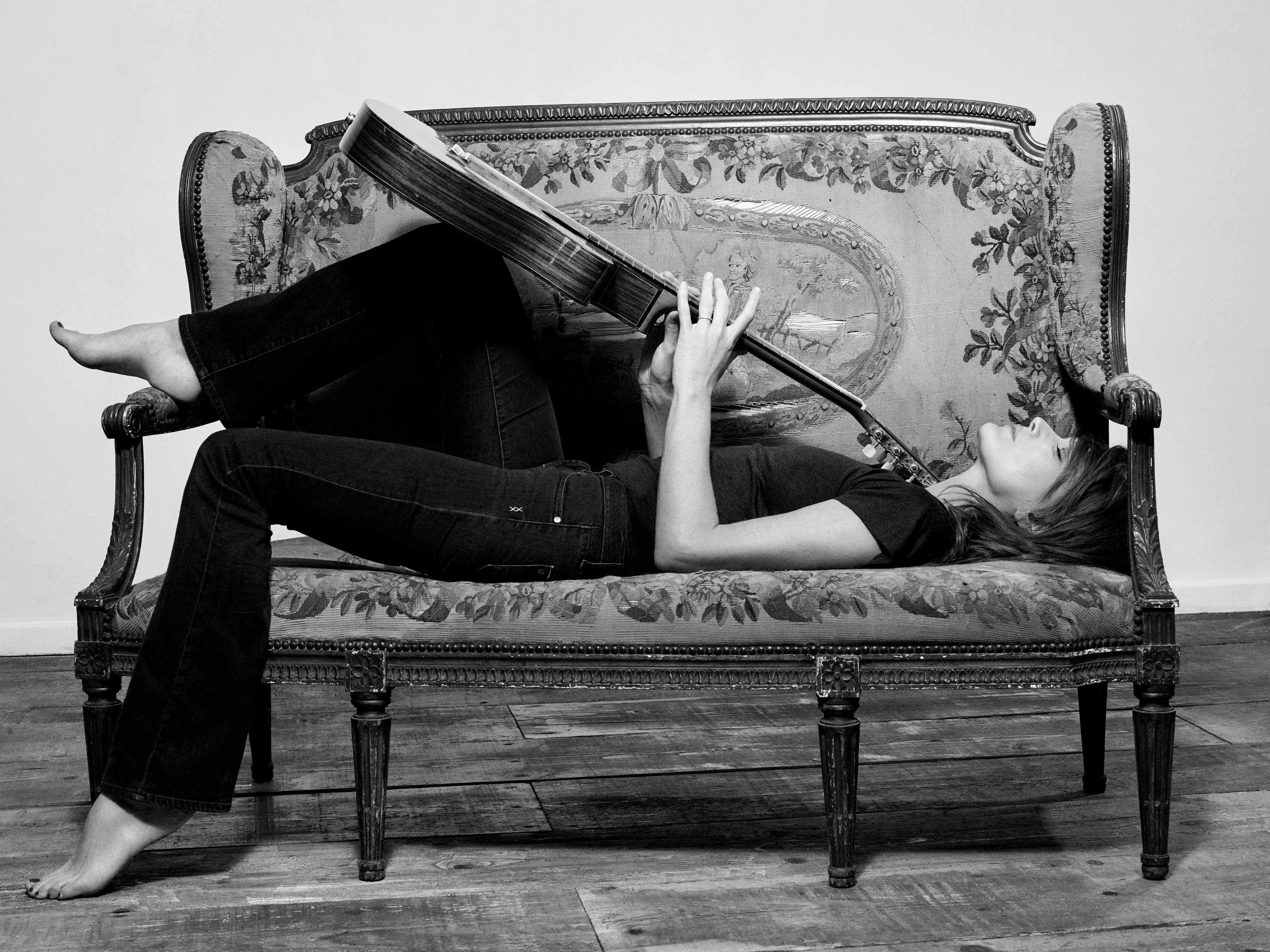 Photos par Yann Orhan/Slo Slo. Coiffure : Paolo Ferreira. Maquillage : Mayia Alleaume. Production : Clotilde Lecuillier