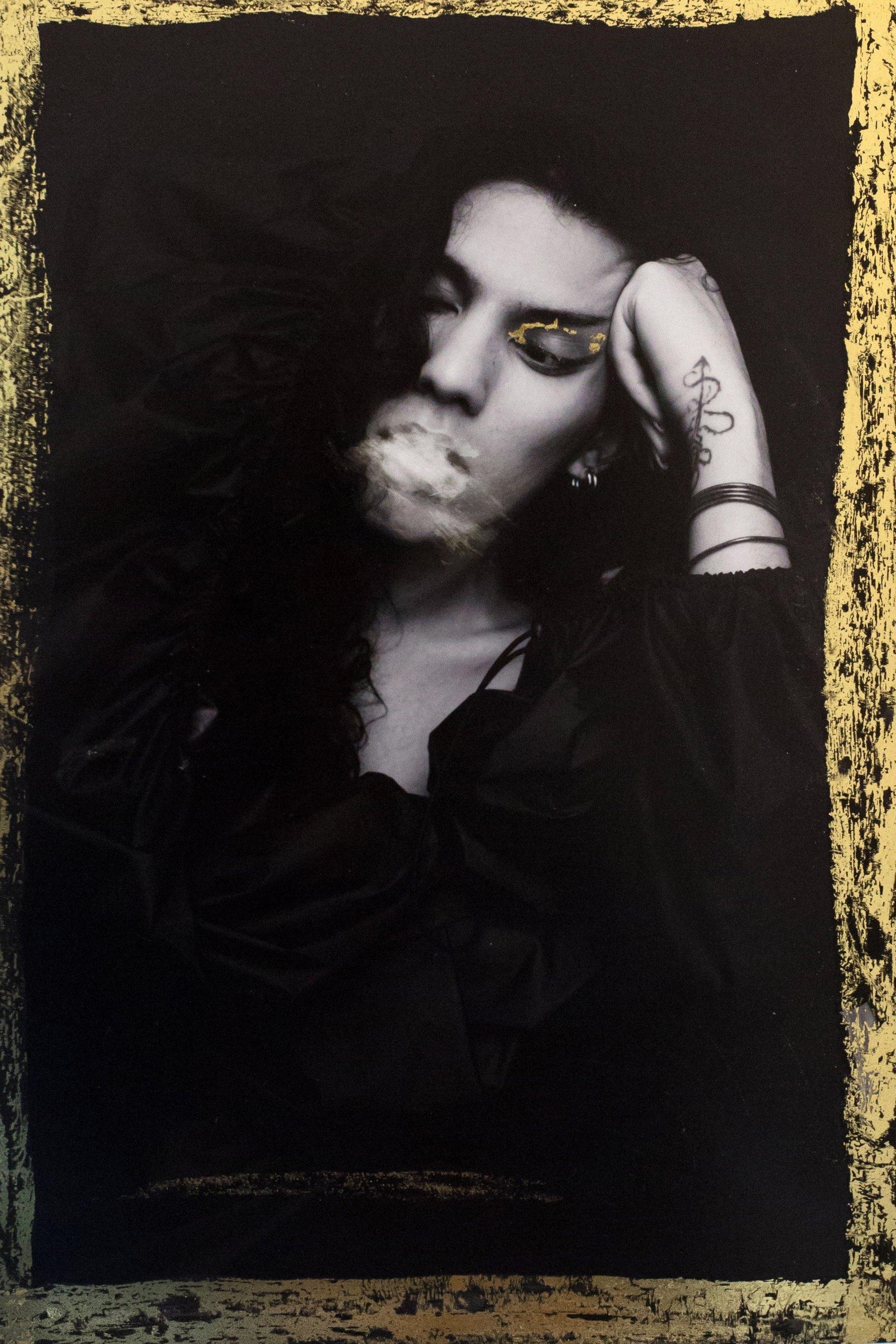 Manteau avec couverture en Nylon, Y/Project (collection homme printemps-été 2019). Maquillage et coiffure : Virginie Delin avec Marc Jacobs en Makeup. Merci à Léa Zetlaoui.